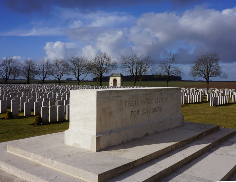 Caterpillar_Valley_Cemetery_Longueval